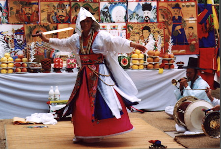 korean_shaman_from_dances_of_ecstasy_450x304